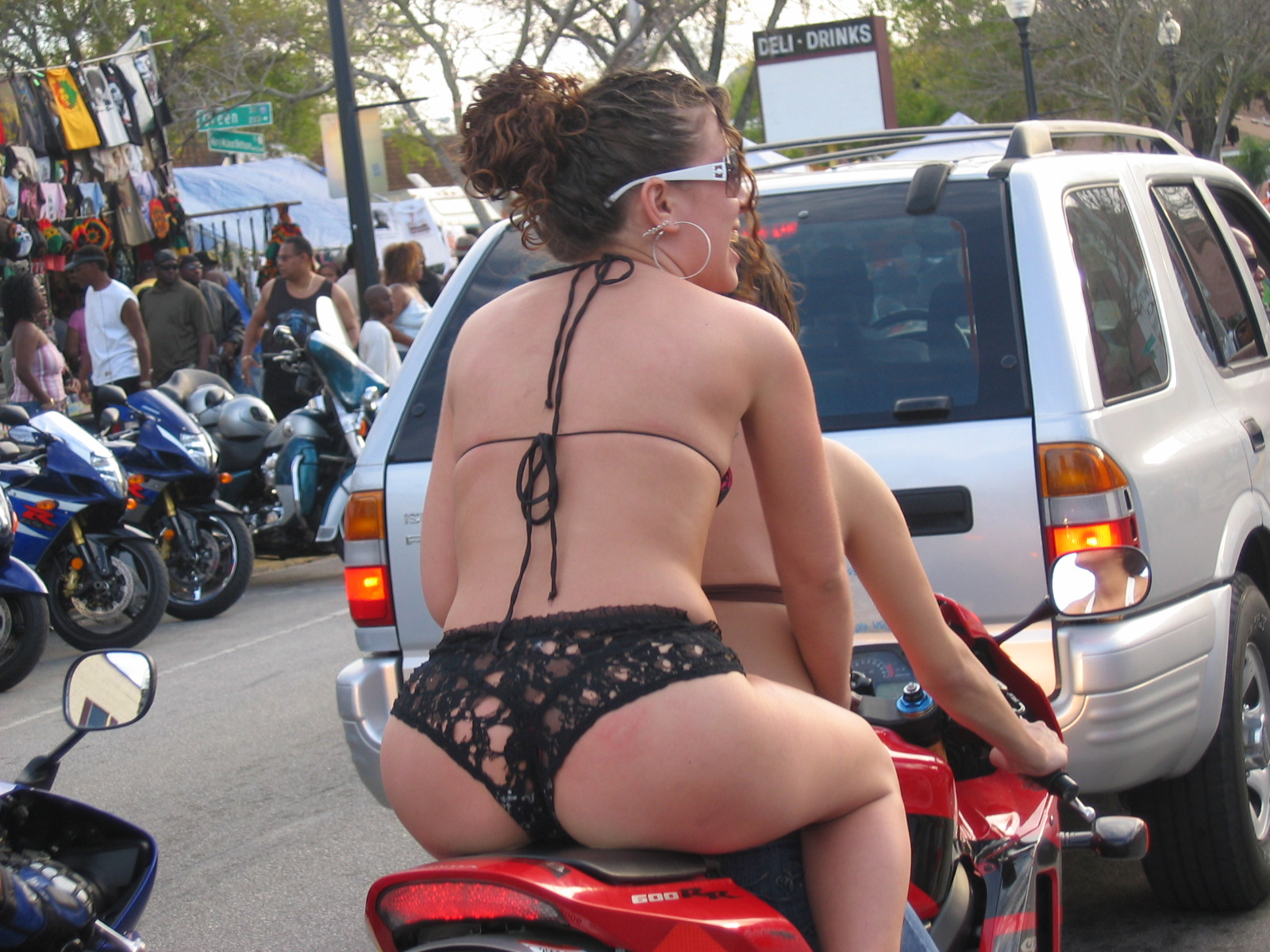 Mulheres de garupa na moto, gostosa de carona na moto, babes on bike, Women on bike,woman on the bike ride,babe on the bike ride, sexy on bike ride, sexy on motorcycle ride, sexy on bike, sexy on motorcycle, babes on bike, ragazza in moto, donna calda in moto,femme chaude sur la moto,mujer caliente en motocicleta, chica en moto, heiße Frau auf dem Motorrad