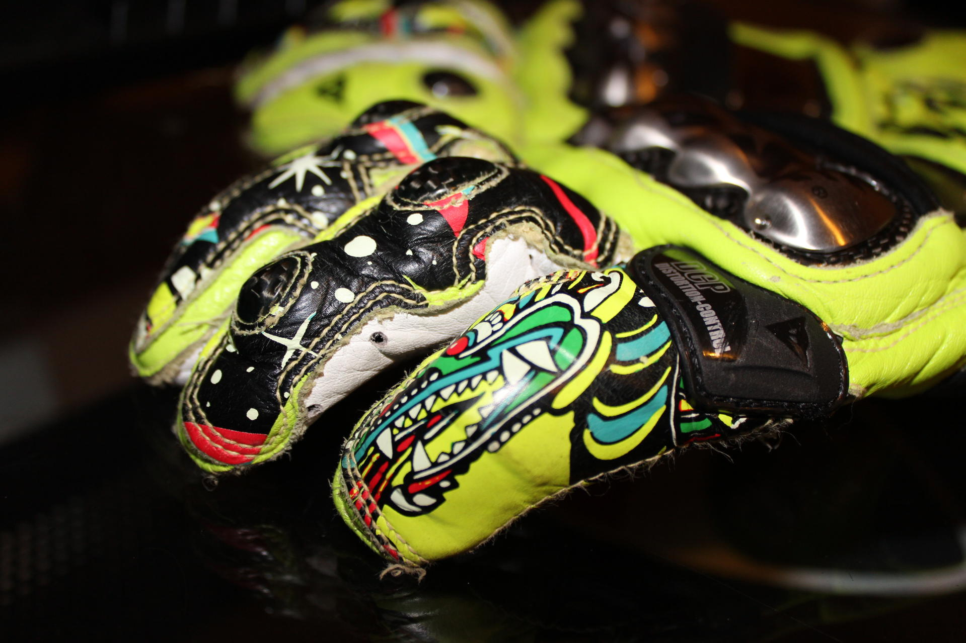 valentino rossi gloves Photo